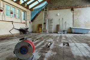 der erste Stock - ehemals 3 Zimmer und Bad- ist leer