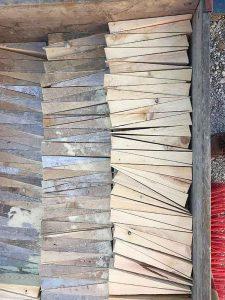 Im langen Loh 251, für die Schalung vorbereitete Holzkeile