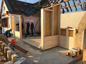 Dachgaube auf Gartenseite wird errichtet