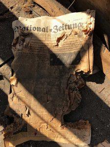 Fundstück im Boden: alte Nationalzeitung