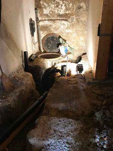 Kanalisationsarbeiten im Keller