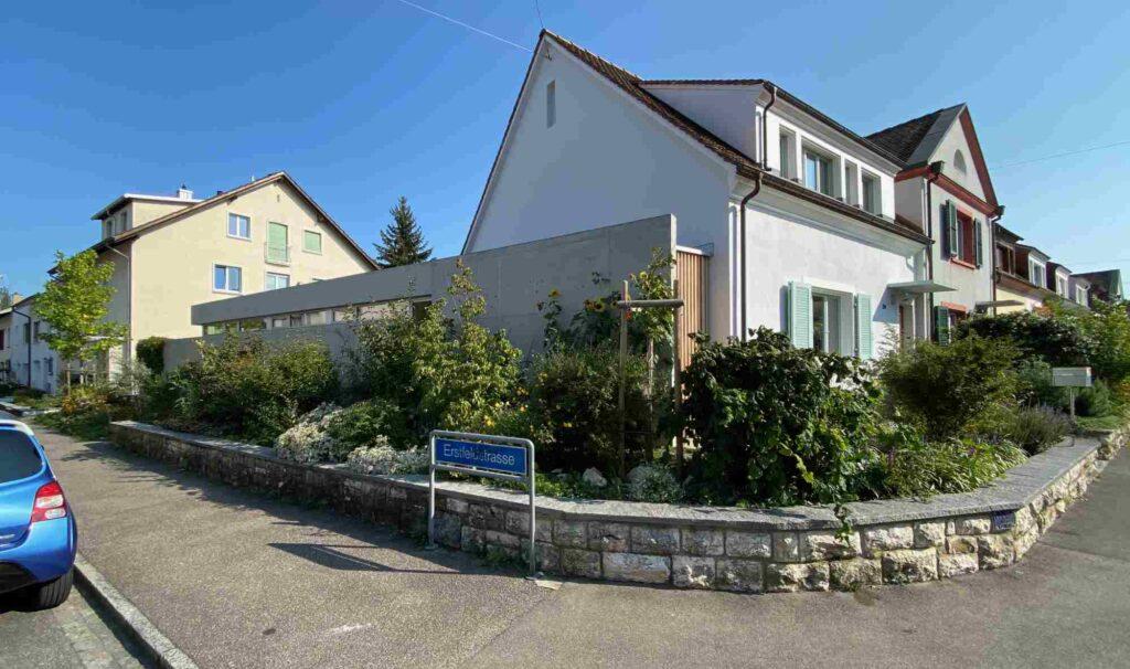 Vorgarten Eckhaus Im langen Loh - Erstfeldstrasse Bernoulli Haus