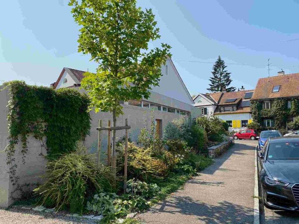Vorgarten Eckhaus Im langen Loh - Erstfeldstrasse